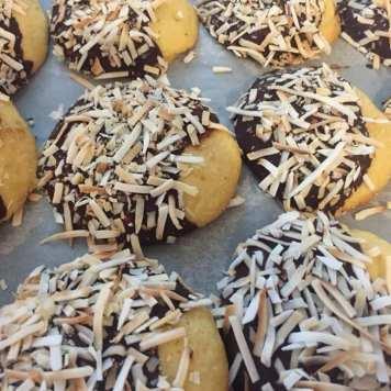 Compulsive Baker coconut rounds